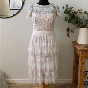 TADASHI SHOJI stunning pleated lace dress
